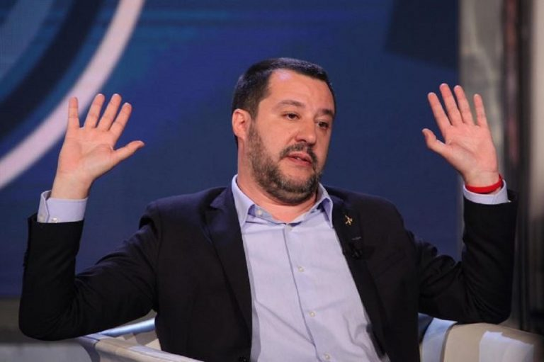 Moto d'acqua, Salvini insulta videomaker