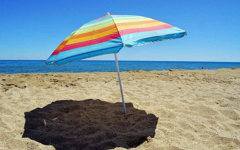 Ombrelloni Per La Spiaggia.Infilzato Dall Ombrellone Sulla Spiaggia Grave 13enne Negli