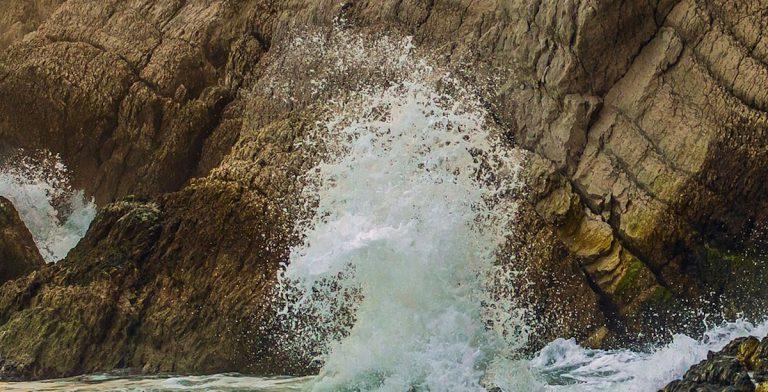 scogliera mare