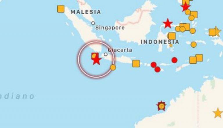 Forte terremoto in Indonesia vicino l'isola di Giava, allerta tsunami