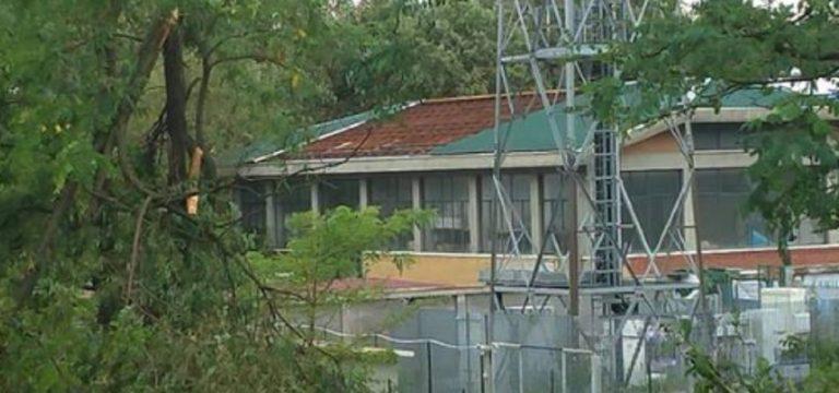 Tromba d'aria a Gallarate: scoperchiato il tetto del Centro emergenze