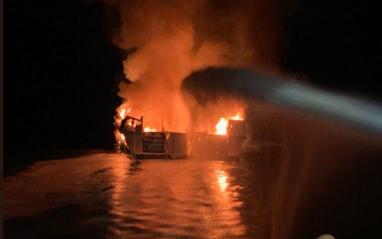 barca prende fuoco