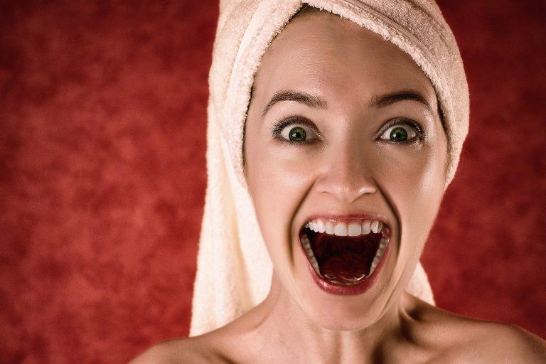 Sbiancamento denti naturale: come farlo a casa senza dentista
