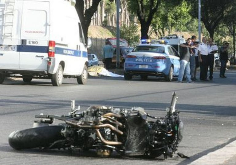 incidente scontro auto moto