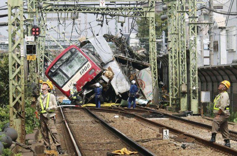 Treno contro camion Giappone
