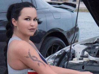 La modella curvy Andrea Abeli senza veli: le foto fanno impazzire i fan