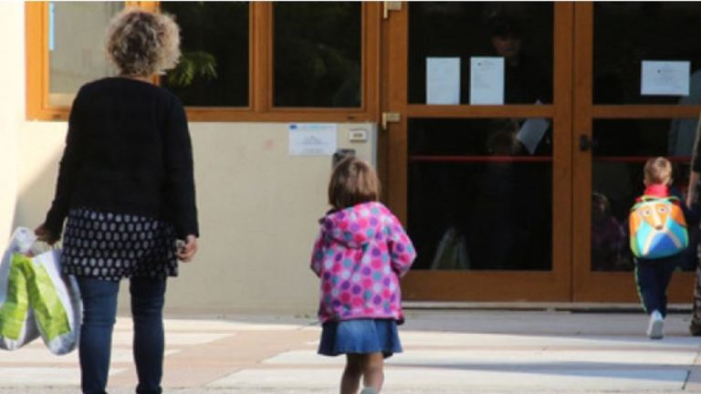 Bimba di 3 anni scappa dall'asilo e va a cercare la mamma