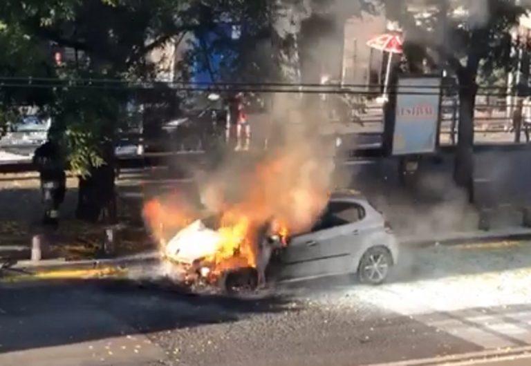 auto in fiamme napoli