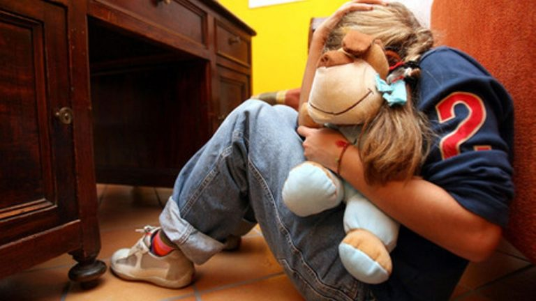 baby sitter violenza minori