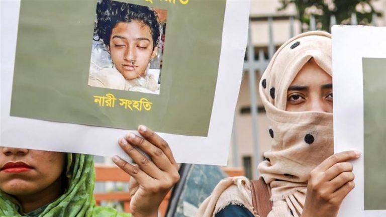 Bruciata viva in Bangladesh