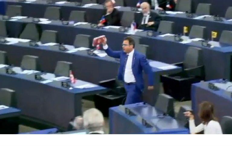 Show dell'eurodeputato Ciocca al Parlamento Ue. Arriva sanzione