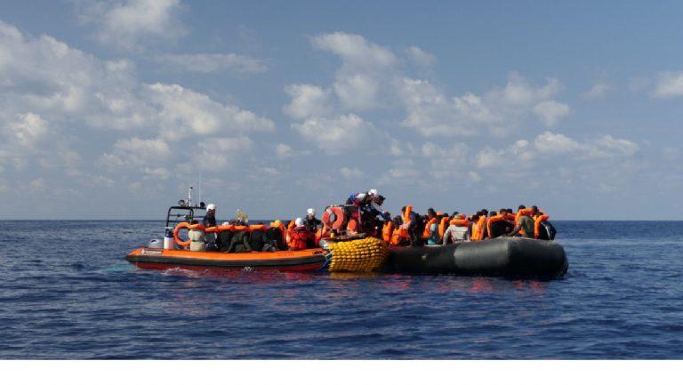 Ocean Viking soccorre migranti