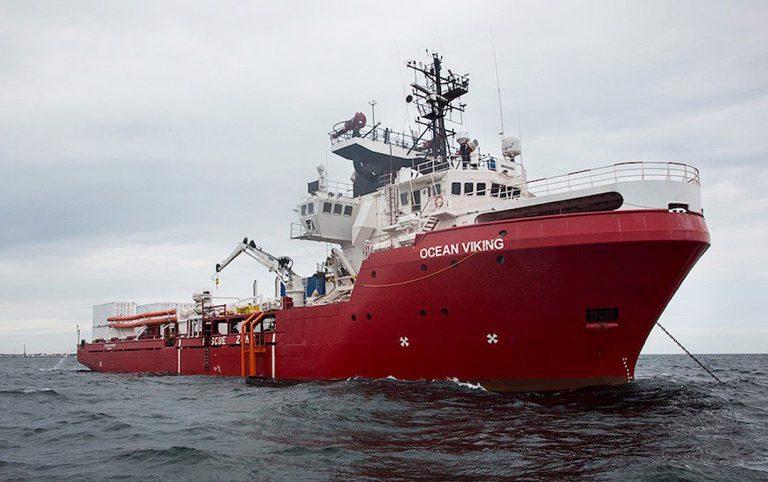 ocean-viking-taranto-migranti