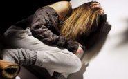 padre abusa della figlia
