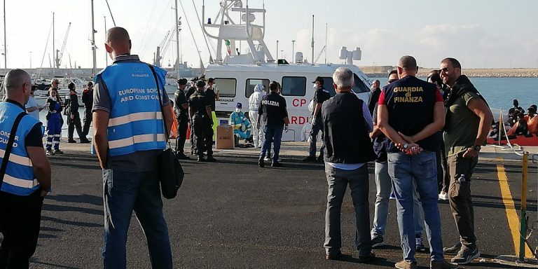 sbarcati migranti pozzallo
