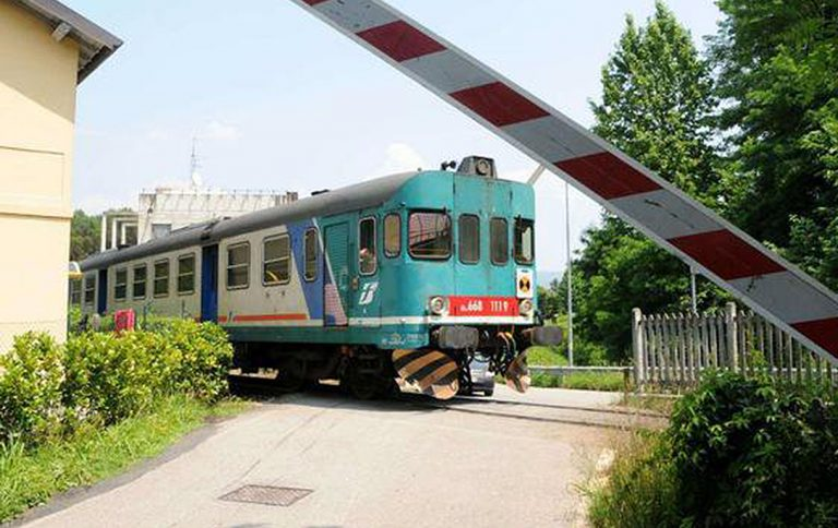 treno-auto-carmagnola