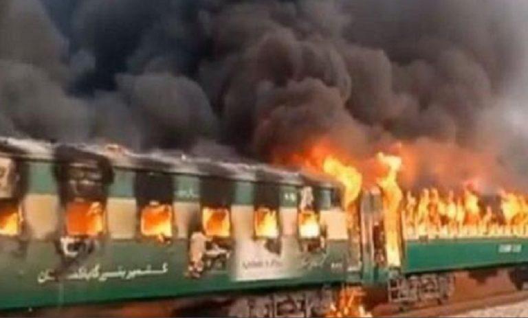 Pakistan, rogo su treno passeggeri, almeno 46 morti