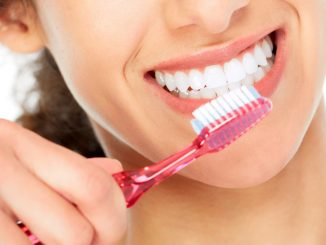 Pulizia dei denti.