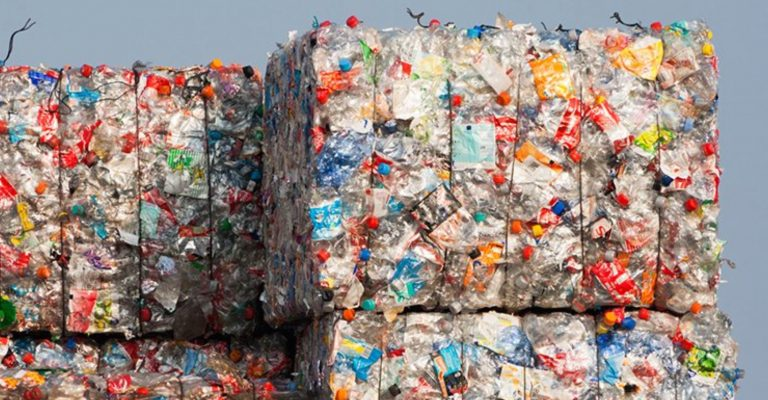 manovra plastic tax