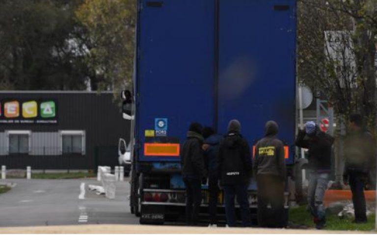 Migranti container frigo traghetto