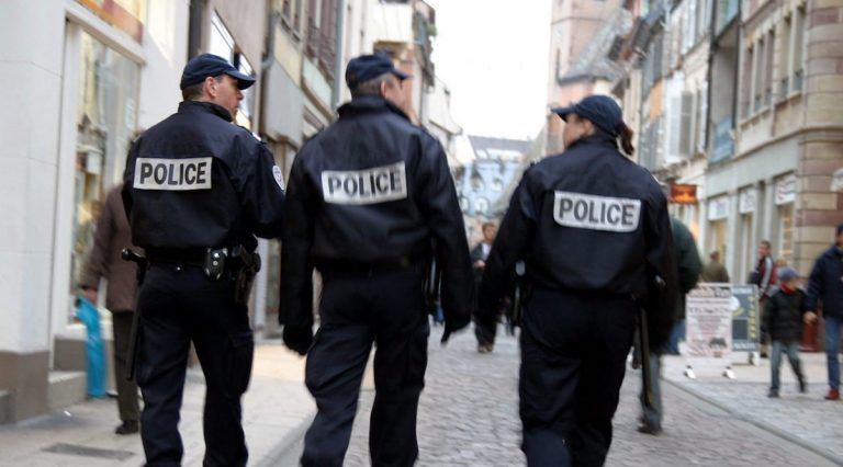 prete ucciso in francia crocifisso