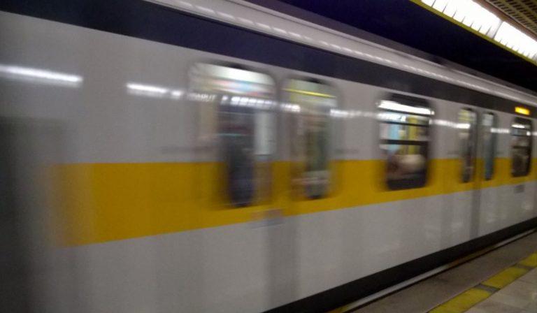 suicidio metro giallo milano