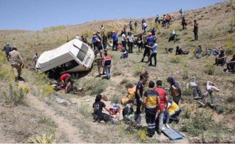 Bus precipita in un burrone Tunisia