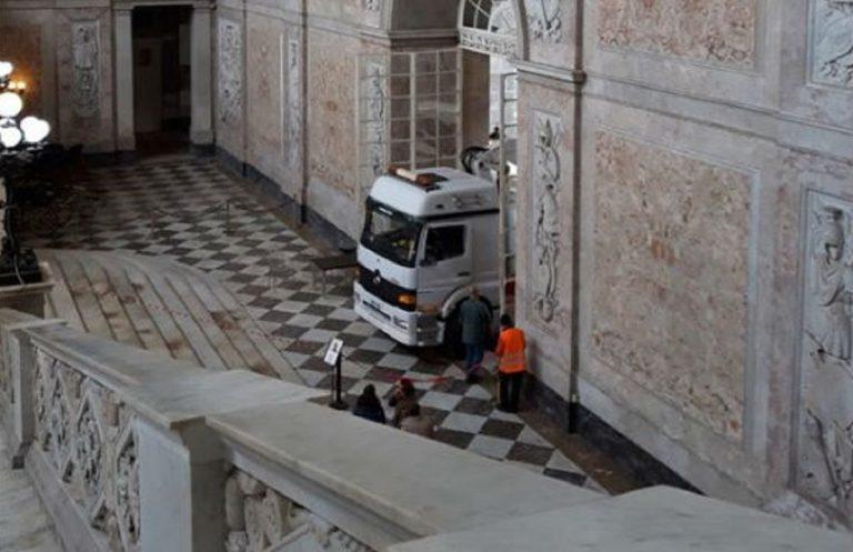 camion palazzo reale napoli