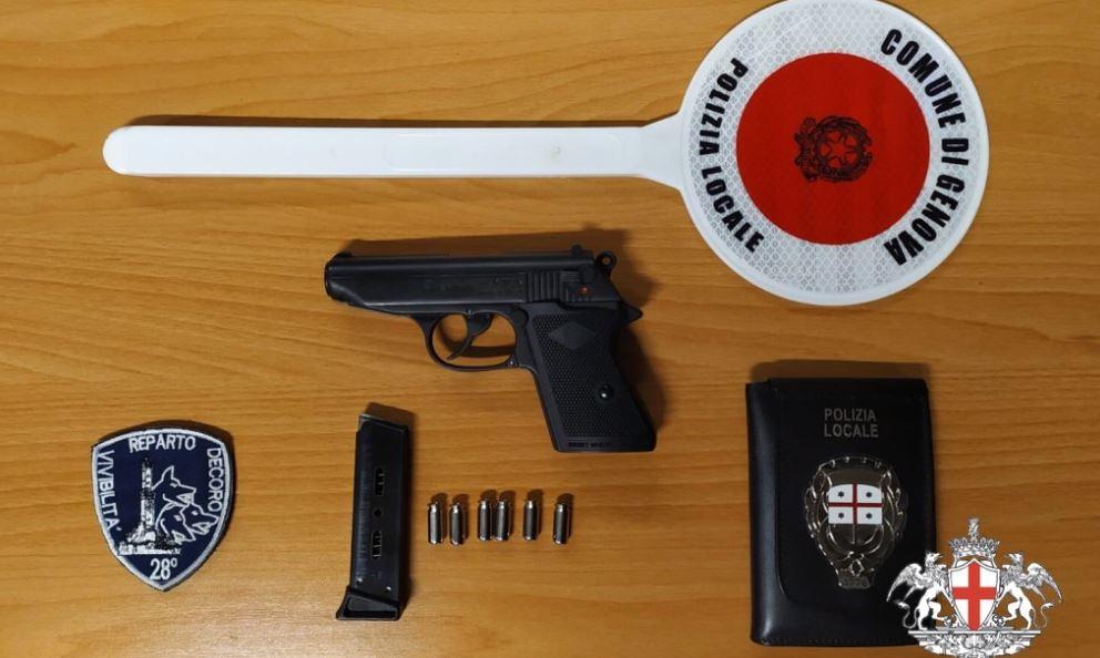 pistola e proiettili sequestrati al luna park di genova