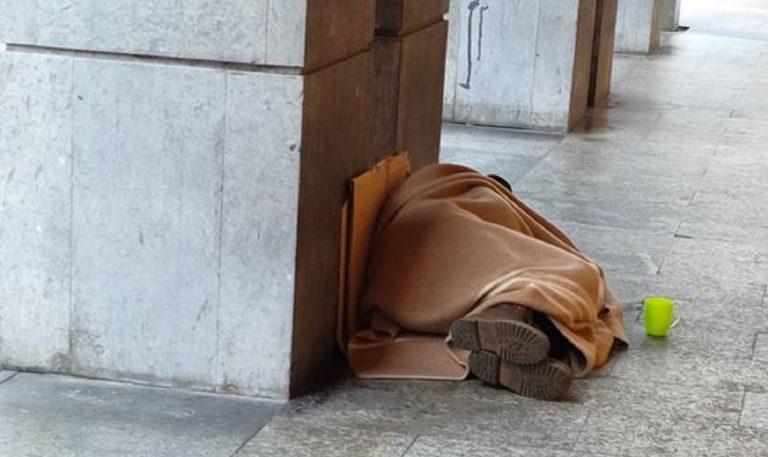 senzatetto morto tortona