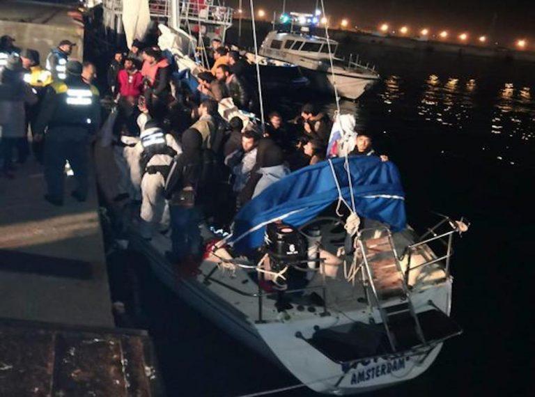 veliero con migranti