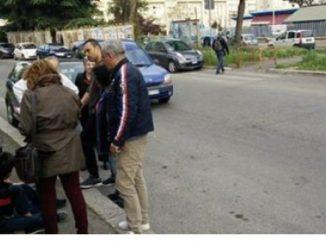 Bambini investiti fuori da scuola a Gussago