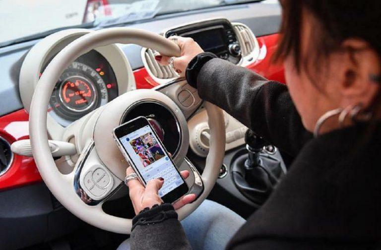 Nuovo codice strada, stretta su smartphone