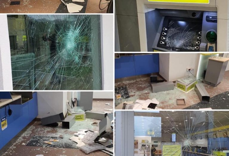 distrugge ufficio postale