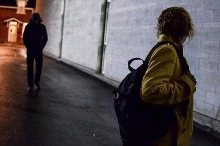 Donna senzatetto aggredita