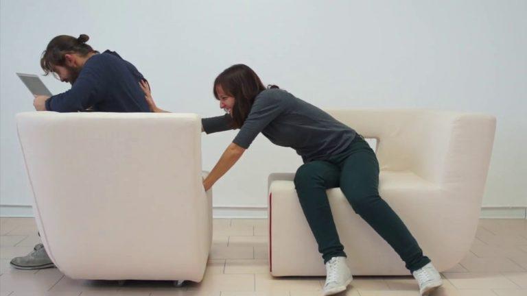 Laura Cunico sul divano Lotus