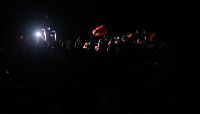 Ocean Viking, 407 migranti a bordo: nella notte salvate 184