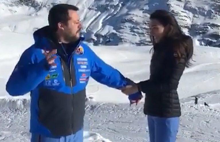 Salvini imita papa