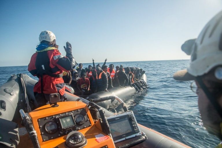 Troppi migranti a Lampedusa: niente quarantena e nuovo rischio sanitario