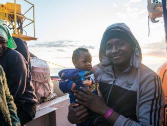 Sea Watch, le immagini dei migranti a bordo della Ong tedesca