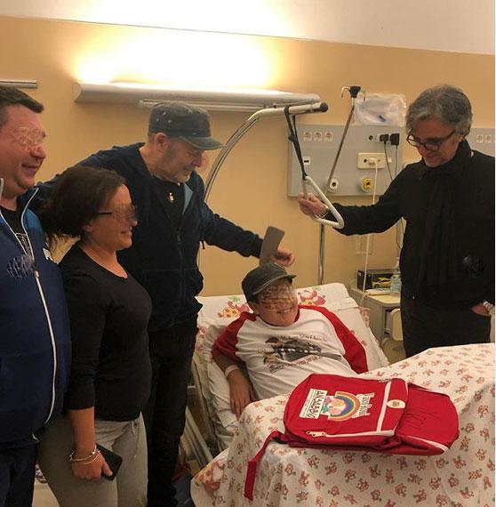 vasco rossi visita i bambini malati