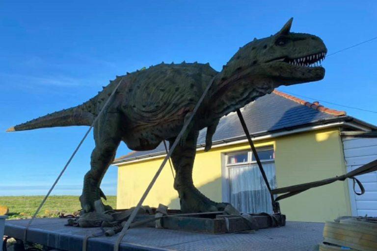 Compra dinosauro al figlio