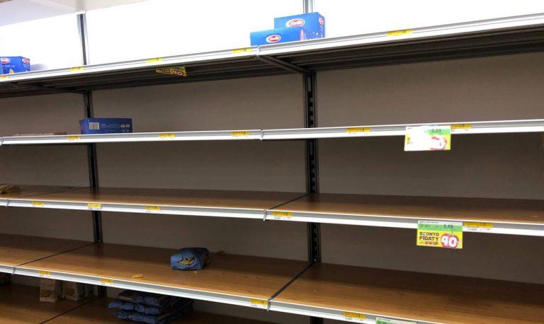 Coronavirus, supermercati presi d'assalto in Lombardia