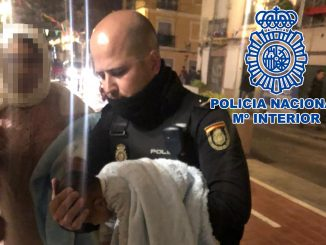 polizia-salva-neonato-spagna