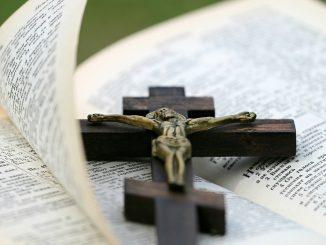rissa in chiesa foggia crocifisso