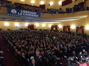 Salvini a Napoli    salta la corrente    interrotto comizio della Lega