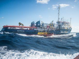 Sea Watch 3 pronta a fare sbarcare migranti in Sicilia