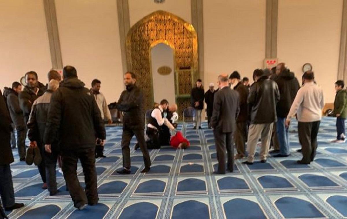 Uomo accoltellato in una moschea di Londra: arrestato l'aggr
