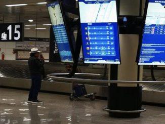 Al Bano da solo nell'aeroporto deserto: effetto Coronavirus