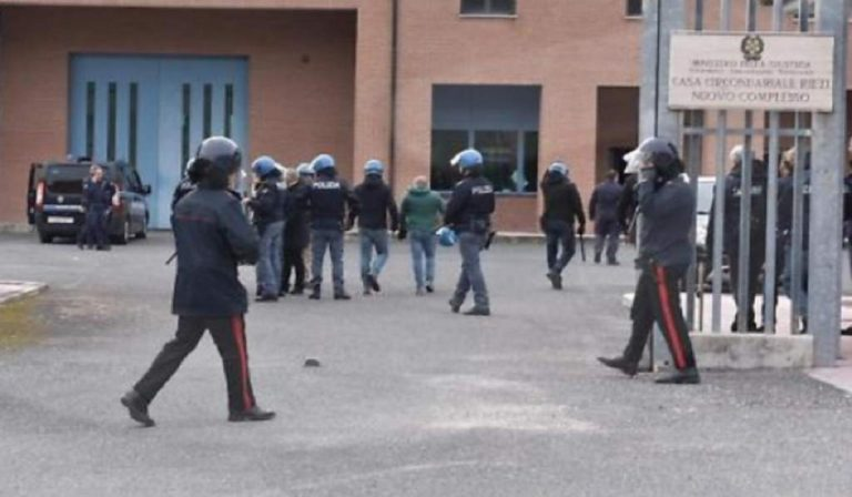 Al carcere di Rieti rivolta contro il Coronavirus